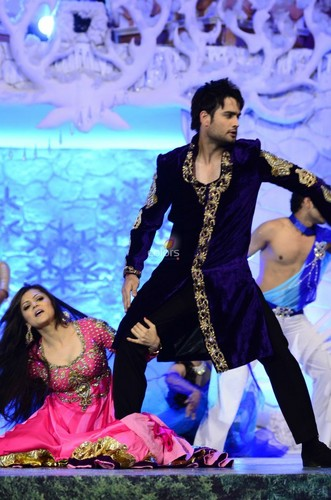 Vivian Dsena fond d'écran probably containing a dîner dress titled Ishq wala l'amour - Golden Petal Awards