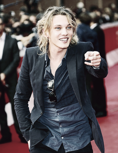 Jamie Campbell Bower Hintergrund with a business suit entitled Jamie
