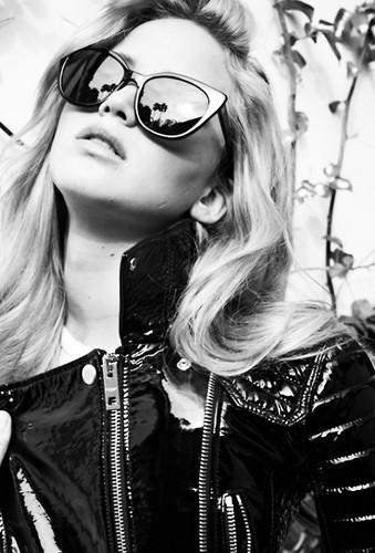 Jennifer Lawrence wallpaper with sunglasses called Jennifer