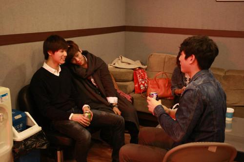 "Jonghyun, Taemin – Practicing KBS Gayo Special Stage ""Idol Super Band"""