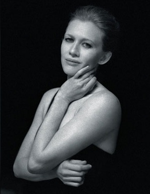Mireille Enos Hintergrund with skin titled LA Times Magazine April 2012 feat. Mireille Enos