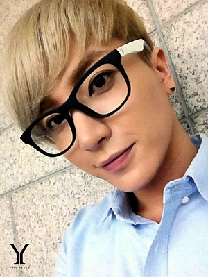 Super Junior wallpaper probably containing a portrait entitled Leeteuk