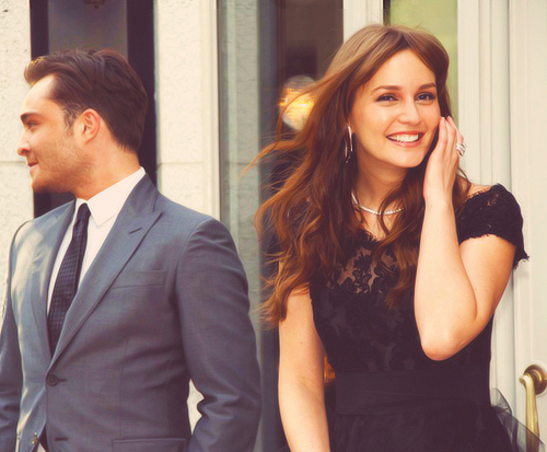 গসিপ গার্ল দেওয়ালপত্র containing a business suit, a suit, and a three piece suit entitled Leighton Meester & Ed Westwick