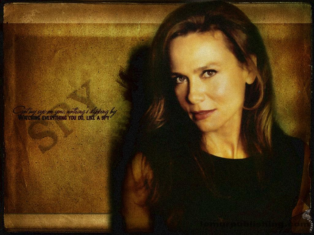 Lena Olin as Irina Derevko in Alias - Lena Olin Wallpaper