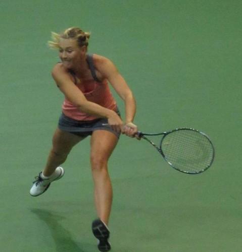 Мария Шарапова Обои containing a Теннис racket, a Теннис player, and a Теннис pro titled Maria legs