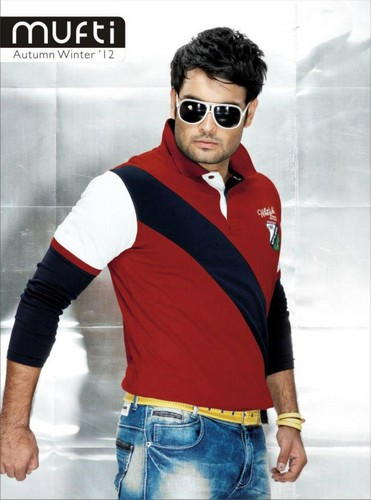 Vivian Dsena karatasi la kupamba ukuta containing sunglasses called Mufti Modelling VD