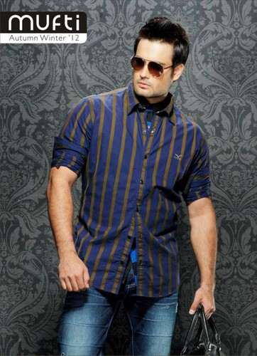 Vivian Dsena karatasi la kupamba ukuta possibly with an outerwear and long trousers titled Mufti Modelling VD