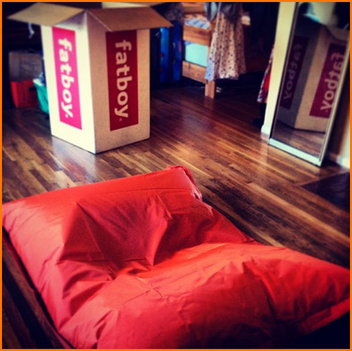 Nickelodeon Stars Receive Giant مالٹا, نارنگی Beanbags For The Holidays