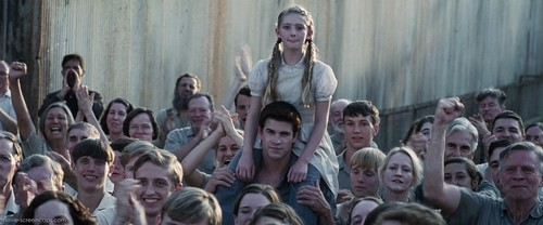 The Hunger Games achtergrond titled Prim