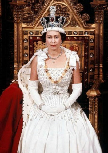 rainha elizabeth ii wallpaper probably with a hoopskirt, a polonaise, and a crinolina titled queen Elizabeth II