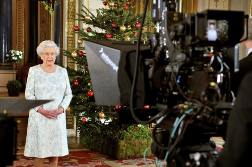 কুইন Elizabeth II's 2012 বড়দিন Broadcast In 3D At Buckingham Palace