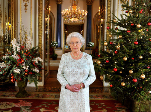 La Regina Elisabetta II wallpaper probably with a strada, via titled Queen Elizabeth II's 2012 Natale Broadcast In 3D At Buckingham Palace