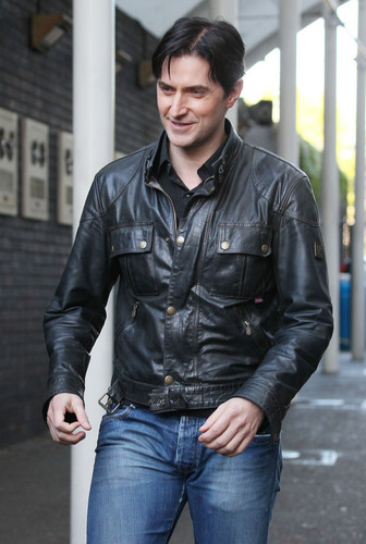 Richard Armitage Hintergrund probably containing a straße and a hip boot entitled Richard Armitage | Outside ITV and BBC Studios