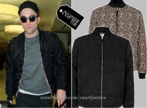 Robert Pattinson at JFK with his trusty gitaar (Dec. 22)