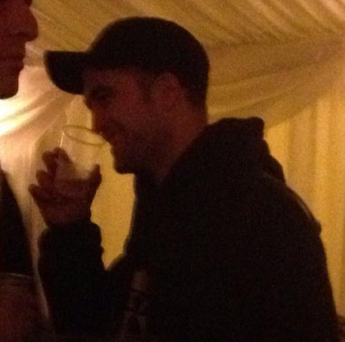 Robert Pattinson celebrating Weihnachten Eve in London (Dec. 24)