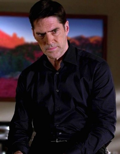 SSA Aaron Hotchner wallpaper probably with a business suit titled Sweet sexy Hotch