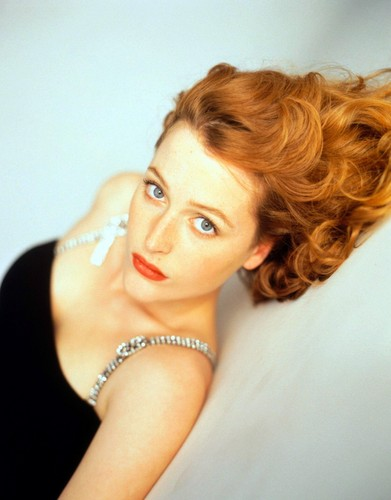 Gillian Anderson achtergrond possibly containing a portrait titled TV Guide Photoshoot 1996