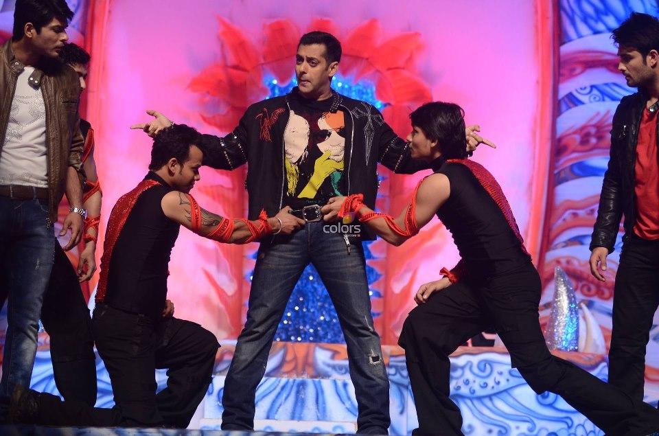 Vivian/Siddharth-Salman Khan Performance #GPA