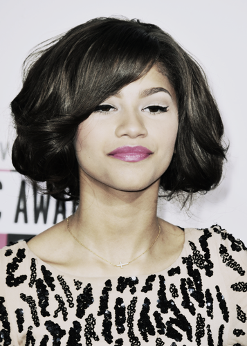 Zendaya Coleman wallpaper probably containing a portrait titled Zendaya <3