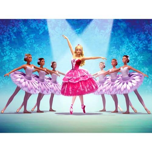 芭比娃娃 in the 粉, 粉色 shoes