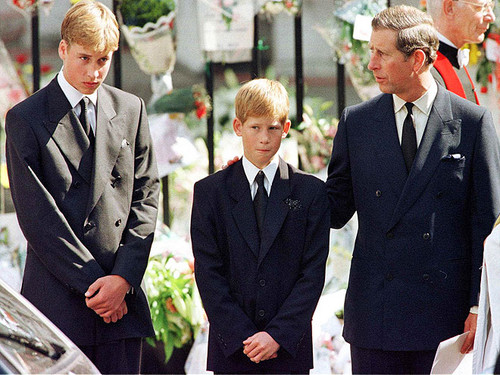 Prinz William Hintergrund containing a business suit, a suit, and a double breasted suit titled prince william harry