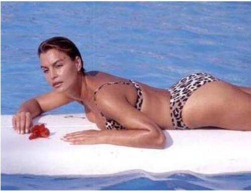 ইয়েসিলক্যাম দেওয়ালপত্র containing a bikini titled sibel turnagöl