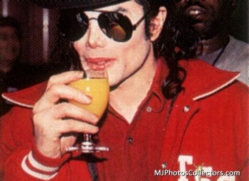 ♥ Cutie Michael drinking orange jus, jus de ♥