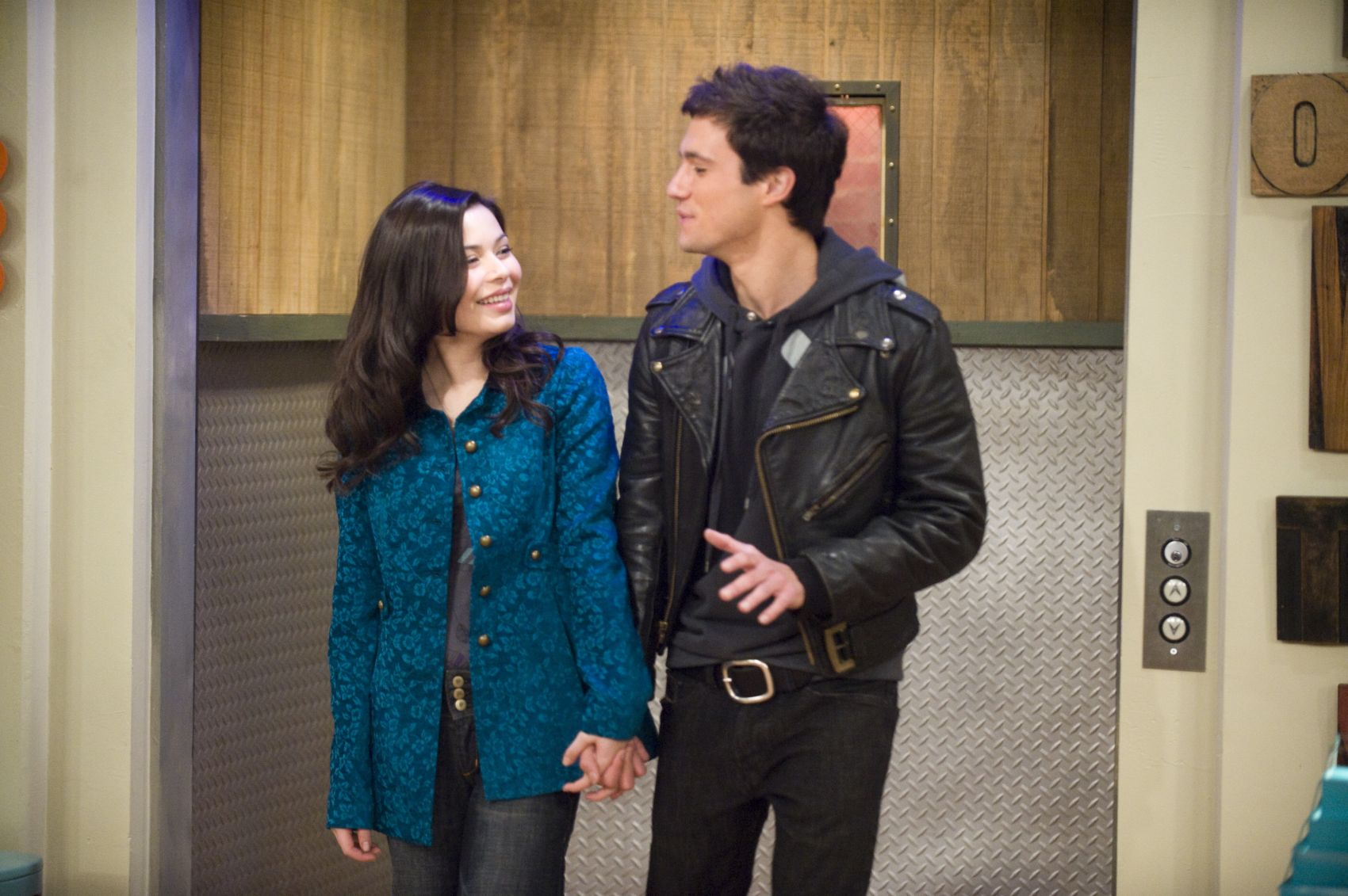 Drew roy dating miranda cosgrove