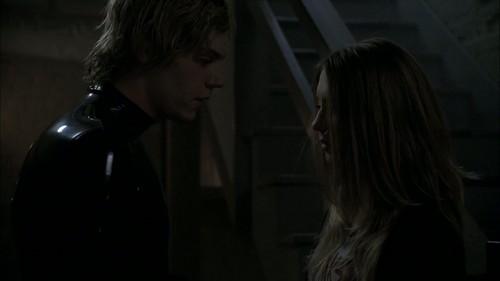 1x04- Dia das bruxas Part 1