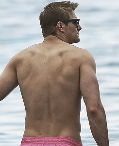 Alexander Ludwig spotted with his girlfriend in Hawaii on January 2