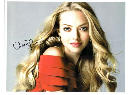 Autograph Collecting wallpaper containing a portrait and attractiveness entitled Amanda Seyfried autograph