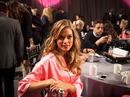 Backstage Victoria's Secret Fashion ipakita 2012