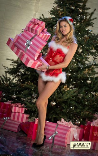 Backstage of the video The Victoria's Secret ángeles Sing 'Deck the Halls'