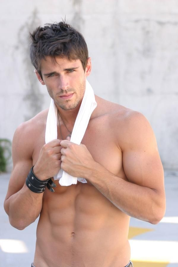 Brandon Beemer Shirtless <3
