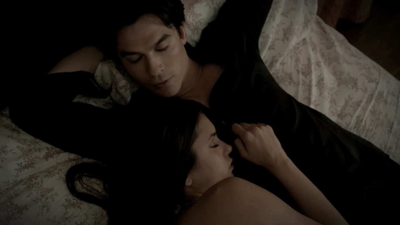 Vampire diaries does elena hook up with damon