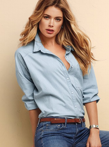 Doutzen Kroes wallpaper possibly containing a cardigan, an outerwear, and a pullover entitled Doutzen Kroes