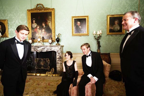 Downton Abbey 바탕화면 with a business suit, a suit, and a dress suit entitled Downton Abbey