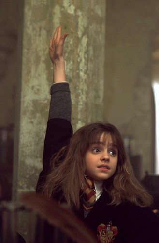 hermione granger fondo de pantalla possibly containing an outerwear called Hermione