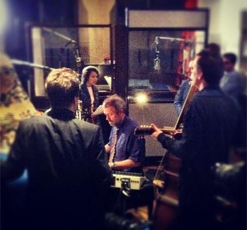 Hugh Laurie in recording in the studio - 9.01.2013
