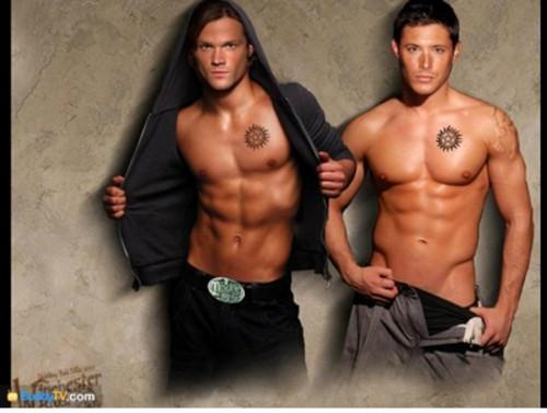 Jensen Ackles Hintergrund containing a stück, hunk and skin titled JENSEN+JARED
