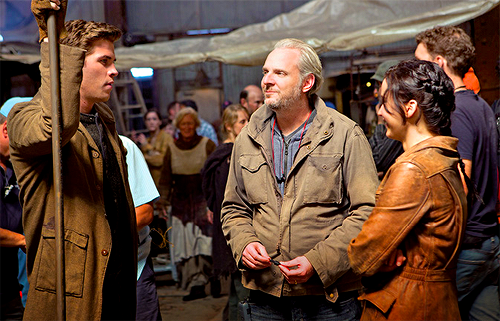 Jennifer and Liam behind the scenes of Catching Fire.