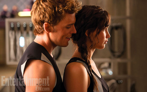 Catching fuoco promotional foto with Katniss & Finnick (EW issue)