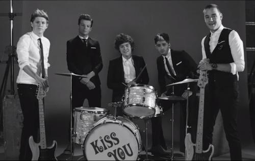 Kiss u Video Shot