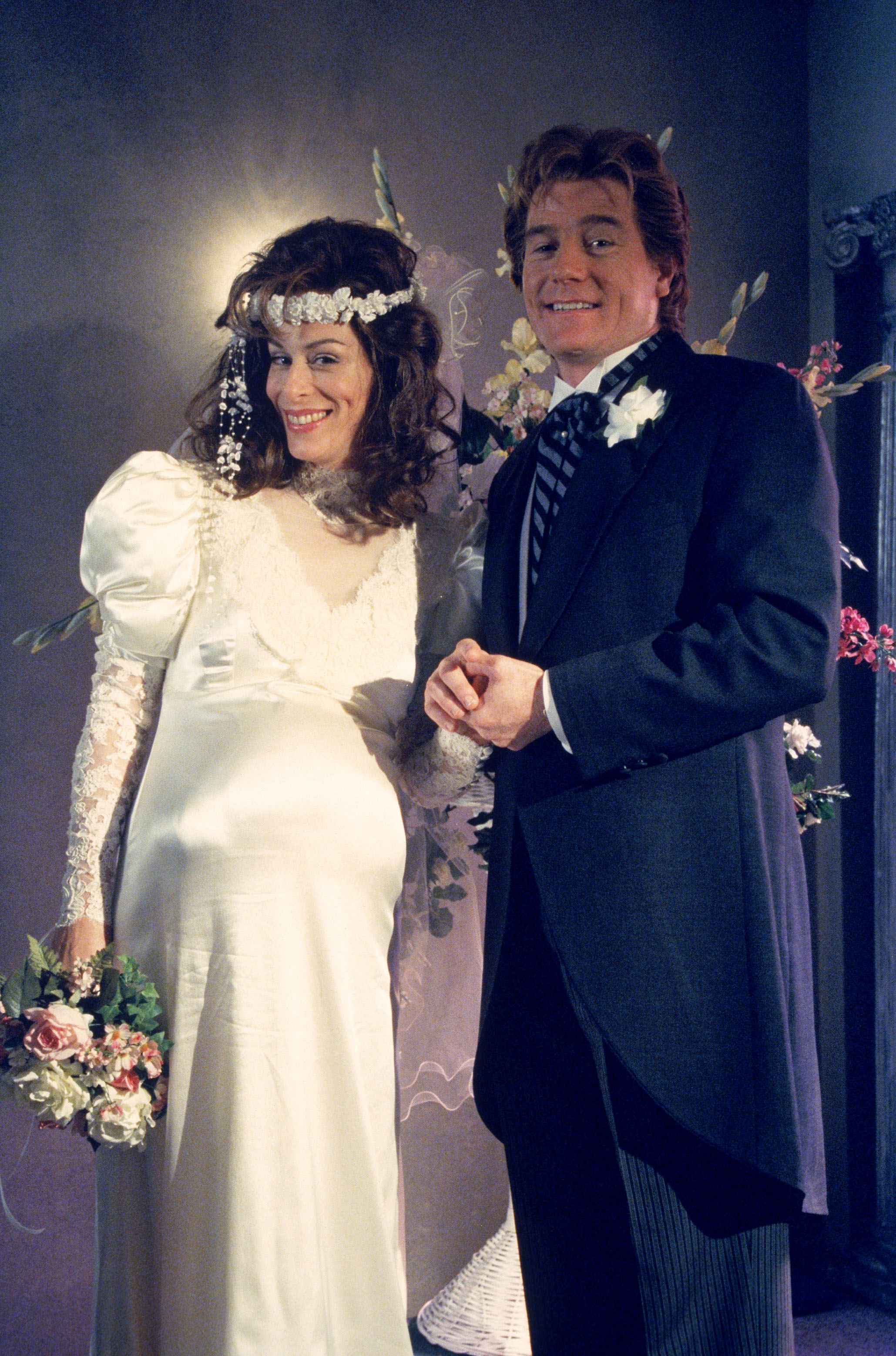 hal and lois Hal wilkerson, played by bryan cranston, is married to lois, and is father to francis, reese, malcolm, dewey, and jamie he is more relaxed in his parenting than lois.
