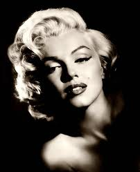 Marilyn Monroe wallpaper with a portrait entitled Marylin