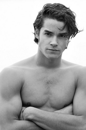 Hottest Actors wallpaper possibly with a hunk and skin entitled Maximilian Befort <3