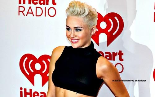 Miley wallpaper ❤
