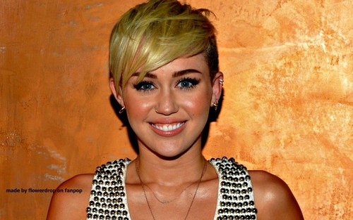 miley cyrus wallpaper called Miley wallpaper ❤