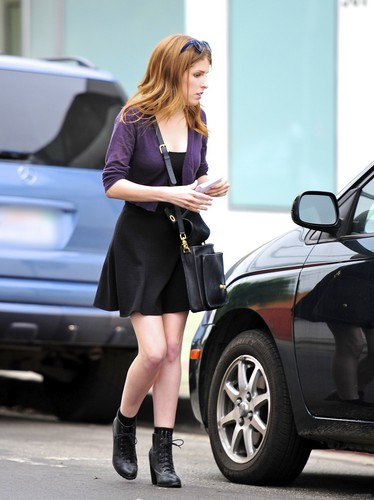 November 08 Anna Leaves her Keys in her car in L.A.