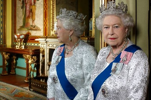 엘리자베스 2세 여왕 바탕화면 entitled Official Diamond Jubilee portrait of 퀸 Elizabeth II